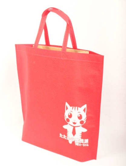 可愛いキャラクターが特徴的なオリジナル不織布バッグ