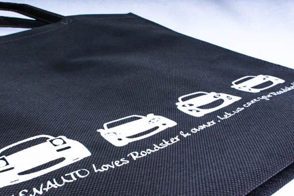 車の販売や整備、板金などをされている企業様のオリジナル不織布