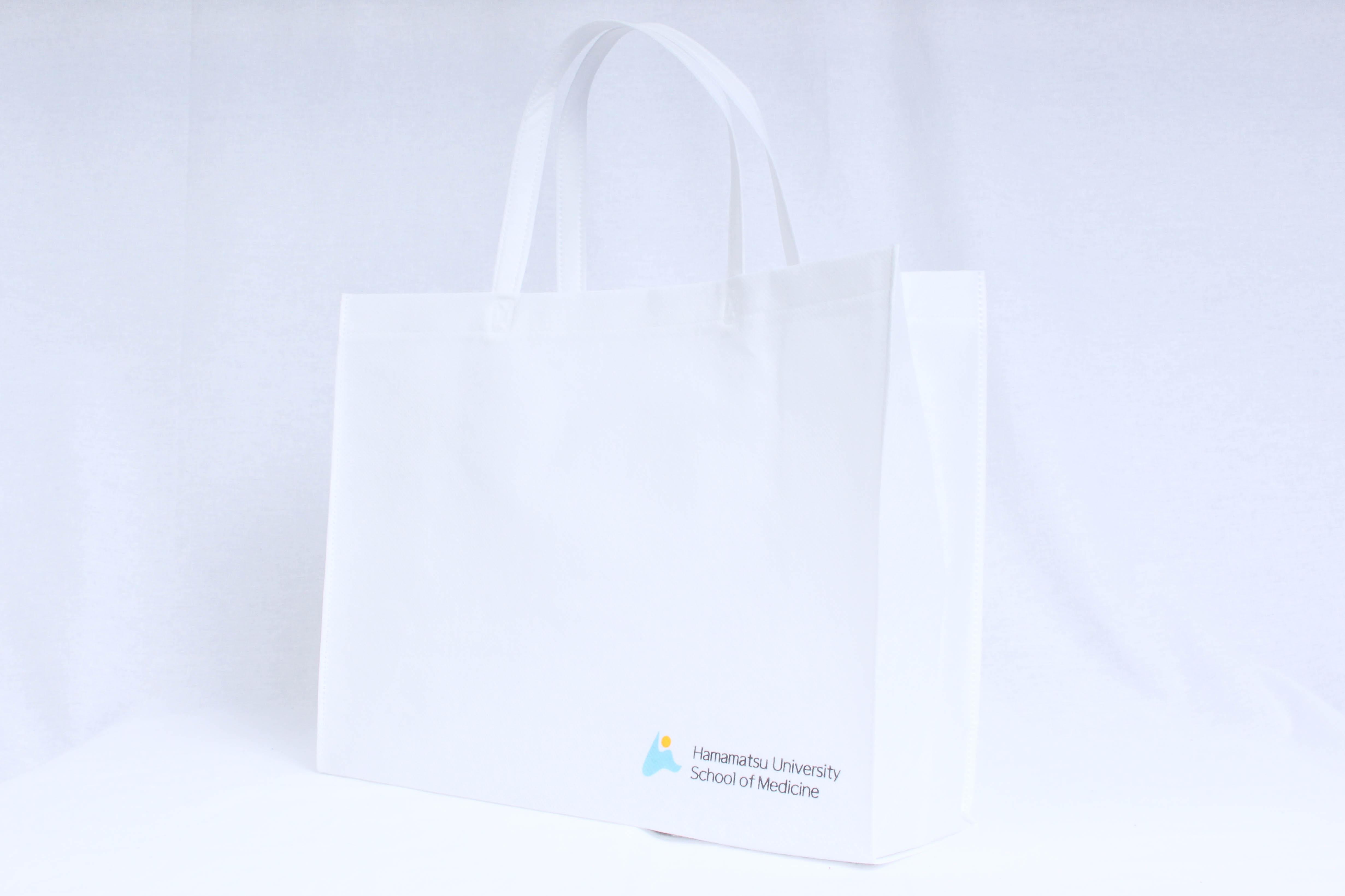 大学の式典で使用する不織布バッグ