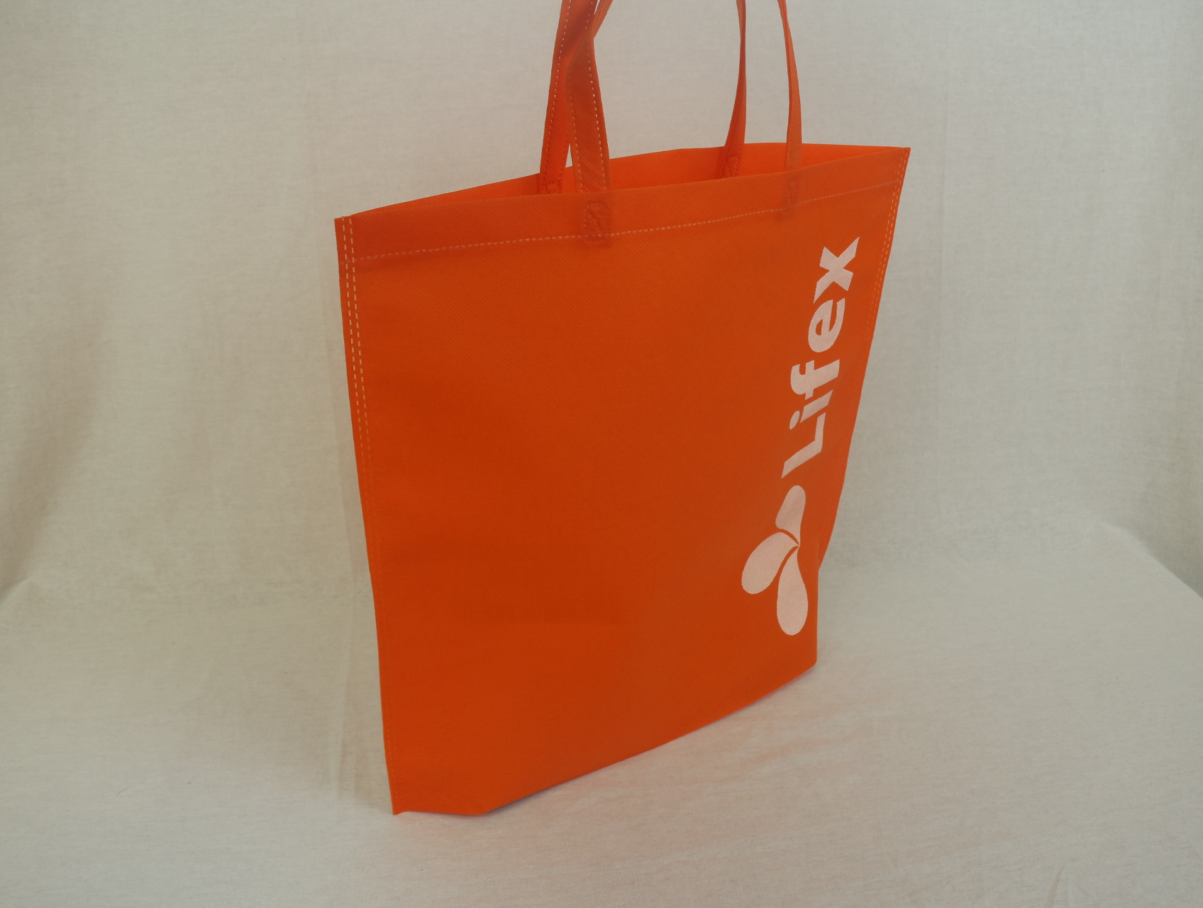 家事サービス、ハウスクリーニングなどを行われている会社様の不織布バッグ