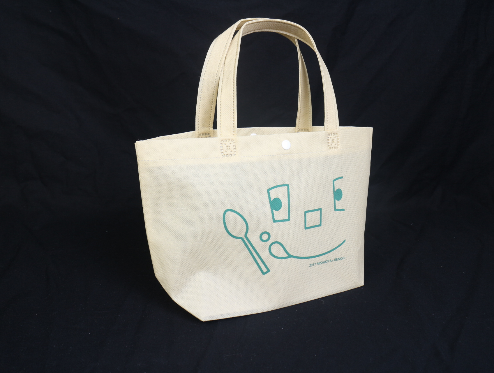 運ぶ・並べる・売れる、様々な用途の段ボールを作られている会社様のオリジナル不織布バッグ