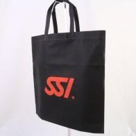 スポーツ用品の輸入販売をされている会社様の不織布バッグ