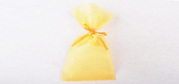 ラッピングにも使える巾着タイプの不織布袋